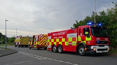 Bedfordshire Fire And Rescue Service (999 Response) Tags: bedfordshire fire and rescue service tackling field fires dunstable toddington 16 ks11dyp woburn 33 ku59avg 86 wxo9blk
