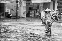 Under the rain (Feca Luca) Tags: street reportage rain pioggia people traffic travel blackwhite monochrome vietnam nikon asia