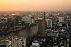 bangkok sunset (Flutechill) Tags: cityscape urbanskyline night bangkok architecture famousplace urbanscene sunset dusk skyscraper city asia thailand downtowndistrict river builtstructure buildingexterior tower traffic business chaophrayariver citylife