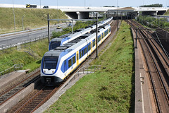 Who's first? (cklx) Tags: badhoevedorp schiphol schipholtunnel schipholroute schiphollijn slt sprinterlighttrain trainmeet