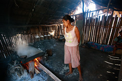 Salt making in Ulmera - 17-09-09-15 (undptimorleste) Tags: timorleste hard labor pans salt seaseaslat ulmera woman women work
