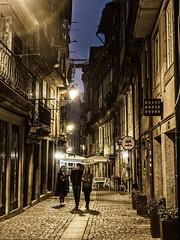 Porto - Portugal (Francisco (PortoPortugal)) Tags: 1702017 20170223fpbo5050 unescoworldheritagesite centrohistórico historicalcentre rua street noite night porto portugal portografiaassociaçãofotográficadoporto franciscooliveira