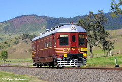 Inspection Run (Dylan B`) Tags: qr qgr queensland rail nswgr nsw new south wales railmotor cph class 402 glenapp bomelton brisbane rathdowney acacia ridge train locomotive diesel tin hare red morning sunny historical heritage bridge railway viaduct creek mountains
