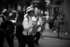 Here comes the jazz band (michael.mu) Tags: leica m240 50mm noctilux leicanoctiluxm50mmf095asph bw blackandwhite neworleans frenchquarter streetphotography jazz band