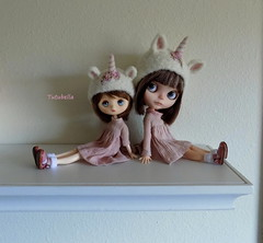 Happy Dolly Shelf Sunday!! (TutuBella) Tags: tutubella unicorn hat helmet for blythe doll jerryberry tutubellacustomblythedoll melacaciadresses krataiscrafts dollyshelfsunday hats fa