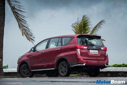 Toyota-Innova-Touring-Sport-10