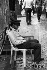 Policeman3 (LNG Urbx) Tags: maharashtra india inde bombay mumbai break police bollywood street