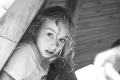 Johanna (tonyhoertrauschen) Tags: fotografie fuji fujix100t fujifilm foto fotoshoot bw black blackandwhite bokeh shoot cold young girl kinder children child schule noise germany mood photo photografie portrait play happy face 35mm