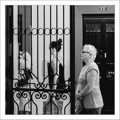 Images Singulières du Portugal #33 (Napafloma-Photographe) Tags: 2017 algarve architecturebatimentsmonuments artetculture bandw bw bâtiments catégorieprojet géographie kodak kodak400tmax métiersetpersonnages personnes portugal techniquephoto vacances blackandwhite magasin monochrome napaflomaphotographe noiretblanc noiretblancfrance pellicules photoderue photographe photographie province streetphoto streetphotography loulé pt