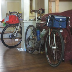 (650b)icycle clutter (Tysasi) Tags: emergencyrandonneuse sweetfixie gttalera bespokefopchariottm randonneuse randonneur bike 650b fixedgear fixie cargobike