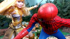Paprihaven 1097 (MayorPaprika) Tags: spiderman park paprihaven turtlecrossing worldpeacekeepers madetomove barbie mattel lea policeofficer captainaction playing mantis queenhippolyta horse wonderwoman 16 custom diorama toy story actionfigure 2017 lgv20