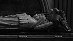 12 - Tours - Cathédrale Saint-Gatien - Tombeau des enfants de Charles VIII et Anne de Bretagne (Charles Orland et Charles) (melina1965) Tags: juillet july 2007 centrevaldeloire indreetloire tours nikon d80 noiretblanc blackandwhite bw église églises church churches sculpture sculptures grave graves tombe tombes