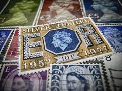 Queen (3OPAHA) Tags: macromondays hmm queen macro stamps canon
