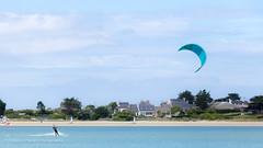 Kite-surfing at the beach (Frédéric Poirier) Tags: baie bleu plage plouescat eau kitesurf 70200mmf28lisusm canoneos6d bretagne extérieur finistère mer plounévezlochrist france fr