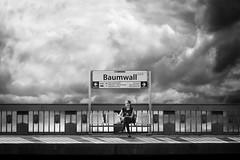 ...waiting... (frank_hb) Tags: bw black blackwhite blackandwhite street streetphotography schwarz cloud cloudporn hamburg baumwall contrast kontrast himmel sky
