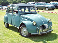 528a Citreon 2CV (1966) (robertknight16) Tags: citroen france 1960s 2cv utility andre french stafford mch699d