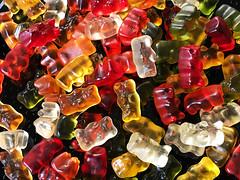Ich liebe Gummibärchen! (VenusTraum) Tags: gummibärchen süsigkeiten lecker harribo farben color rot gelb grün weis red green gummy bears yummy