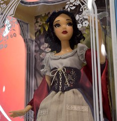 2017 D23 Expo Day 3 - Sunday July 16 - In Disney Store - Rags Snow White LE Doll (drj1828) Tags: d23 2017 expo sunday day3 disney convention disneystore merchandise snowwhiteandthesevendwarfs snowwhite limitededition doll collectible