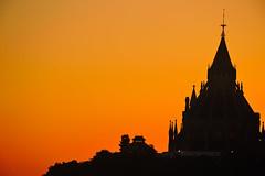 The Orange Morning. (Photolove2017) Tags: ontario ottawa canada orange sky sunrise nikondx d3100 downtown photolove2017 parliament hill tiaphoto sun heritage gothic architect