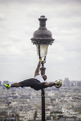 Juggling in Montmartre (Lonely Soul Design) Tags: ball football show juggle juggling montmartre paris france summer canon
