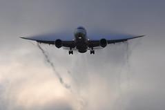 AI0161 DEL-LHR (A380spotter) Tags: inflickrexplore 30072017 wake shockwave cloud condensation moisture water approach landing arrival finals threshold boeing 787 8 800 dreamliner™ dreamliner vtana एअरइंडिया airindia aic ai ai0161 dellhr runway27l 27l london heathrow egll lhr