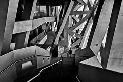 Pékin - Un des escaliers et sortie du stade olympique. (Gilles Daligand) Tags: china chine pekin beijing stadeolympique sortie noiretblanc nb bw leicaq architecture olympicstadium street decisivemoment
