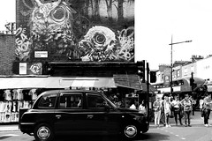 OOOOO (m 3 (Back again)) Tags: street streetphotography streetpotograpy candid art architecture mono monochrome blackandwhite grafitti people crowd city urban cab car taxi