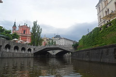 Ljubliana, Slovenia (Ruth&Michiel) Tags: slovenië ljubliana rivier brug bridge threebridges rondvaart boot boat