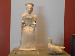 donna, uccello, museo archeologico nazionale, Pontecagnano (Pivari.com) Tags: donna uccello museoarcheologiconazionale pontecagnano