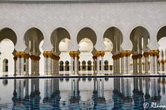 ABU DHABI: Mezquita Sheikh Zayed (RLuna (Charo de la Torre)) Tags: emiratosárabes dubái abudhabi deira creek market zoco mercado especias azafrán safron árabe musulmán religión golfoarábigo asia oriente viaje vacaciones compras shopping photo instagramapp igers rluna rluna1982 flyemirates sharjah ajman alain souk madinatjumeirah dátil desierto