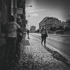 Plus facile à descendre!!! (Des.Nam) Tags: nb noiretblanc noirblanc noir bw blackwhite monochrome mono carré capitale lisbonne lisboa lisbon street streetphotographie square fuji fujinon fujixpro2 xpro2 xpro2square xprostreet 18mmf2 desnam contraste contrejour rue ville city personnes people