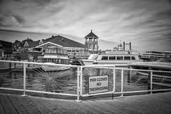 Alexandria VA (Just lovin' it) Tags: mono blackwhite bw blancoynegro pier puerto boat alexandria va