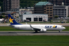 Skymark Airlines JA737NA (Howard_Pulling) Tags: fukuoka airport fuk fukairport japan japanese howardpulling