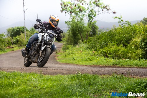 Bajaj-Dominar-400-Long-Term-12