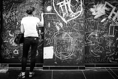 Blackboard (Hans-Jörg Aleff) Tags: berlin blackwhite blackboard streetphotography deutschland