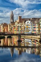 Girona (danimero) Tags: cataluña agua nubes reflejos