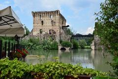 """Borghetto è una frazione del comune di Valeggio sul Mincio, in provincia di Verona. È incluso nella lista de """"I Borghi più Belli d'Italia"""" (maresaDOs) Tags: veneto italia mincio borghettosulmincio valeggio valeggiosulmincio borghiditalia ponte verona it italy nikon borghi"""