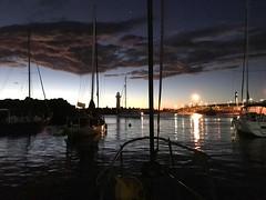 Sunrise - by my son in law from Australia (Ruby Ferreira ®) Tags: sunrise amanhecer mar sea lighthouse darol barcos boats reflection reflexos clouds nuvens