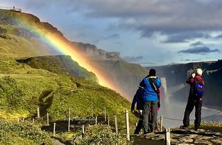 Mirador y arco iris en la Cascada Dettifoss.Islandia.