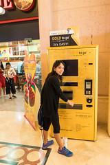 Do u need gold? (tesKing (Italy)) Tags: abudhabi dubai emiratiarabi palmjumeirah sandra uae emiratiarabiuniti ae