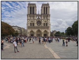 Parvis de Notre-Dame