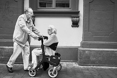 Mannheim Street Mann und Frau 20 b&w (rainerneumann831) Tags: bw blackwhite street streetscene ©rainerneumann urban monochrome candid city streetphotography blackandwhite mannheim mann frau paar rollator