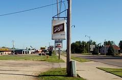 Schlitz, Princeton Illinois (Cragin Spring) Tags: illinois il midwest unitedstates usa unitedstatesofamerica princeton princetonil princetonillinois sign schlitzbeer schlitz beer beersign bier piwo
