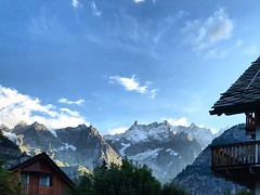 Bello svegliarsi cosí❣️ ☀️💚 #goodmorning #sunrise #dawn #courmayeur #montblanc #montebianco #dentedelgigante #dentdugeant #happymoments #igersitalia #igersvda #igersvalledaosta #valledaosta #vda #landscape #nature #mountains #outdoor #sum (Elena Sciocco) Tags: goodmorning sunrise dawn courmayeur montblanc montebianco dentedelgigante dentdugeant happymoments igersitalia igersvda igersvalledaosta valledaosta vda landscape nature mountains outdoor summer sun