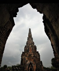 pointing to the heavens (SM Tham) Tags: asia southeastasia thailand ayutthaya watchaiwatthanaram unescoworldheritagesite buddhisttemple architecture building tower ruins archway sky