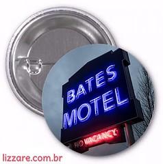 R$2,00 (carolinelisboa) Tags: botton bottons button serie série lizzare pin