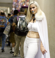 White Queen (San Diego Shooter) Tags: comiccon sandiego comiccon2017 portrait bokeh cosplay sandiegocomiccon comicconcostumes sdcc sdcc2017 streetphotography