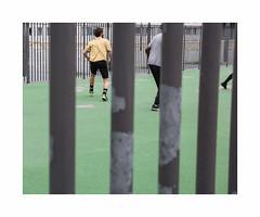 Feet (hélène chantemerle) Tags: football joueurs grille cité rue vert soccer players grating city street green