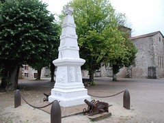 16-Chassenon (jefrpy) Tags: poitou psaget 16charente guerrede1418 warmemorial ww1 france monumentauxmorts