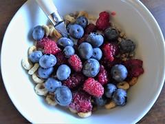 Berry delicious! (France-♥) Tags: 18 fruits blueberries myrtilles framboises raspberries breakfast déjeuner bol bowl food nourriture summer été bleu blue